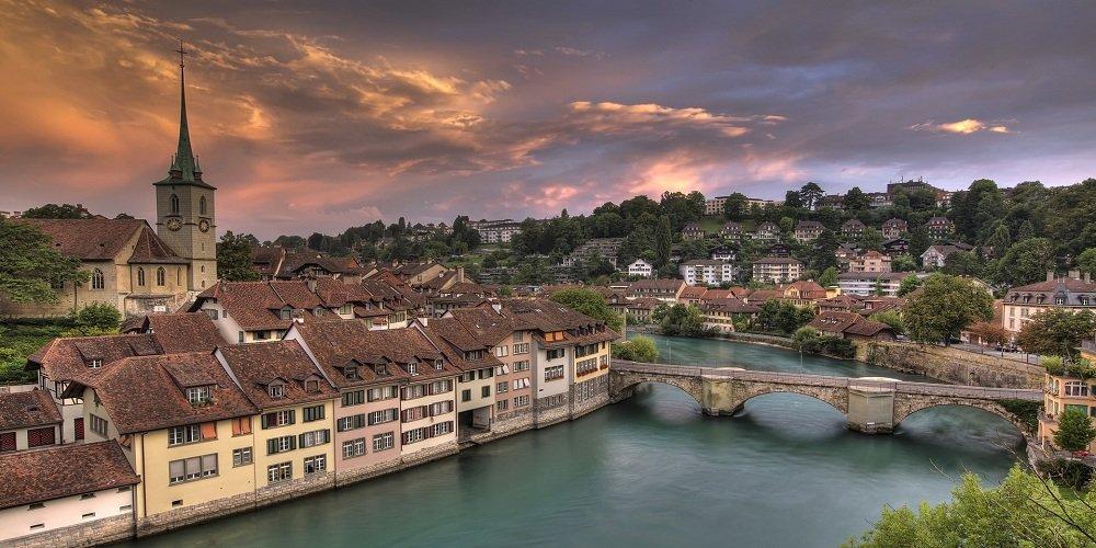 La mia esperienza di psicologo in Svizzera francese è iniziata quasi 4 anni fa. Dopo un anno di Erasmus in Belgio durante l'ultimo anno del triennio